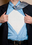 O herói do homem de negócio abre a camisa. Fotos de Stock Royalty Free