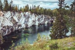 O Highland Park nacional Ruskeala na república de Carélia, Rússia Conceito do turismo do russo Outono bonito Foto de Stock Royalty Free