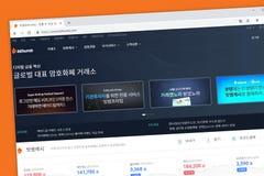 O Home Page do Web site da troca do cryptocurrency de Bithumb, uma Coreia do Sul baseou a moeda cripto digital foto de stock