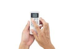 O homem Ásia da mão está guardando um controlo a distância do condicionador de ar 22 Imagens de Stock Royalty Free