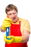 O homem 30 anos de tomadas do proprietário aponta o pulverizador Imagem de Stock Royalty Free