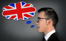 O homem aprende o inglês falador Fotos de Stock Royalty Free