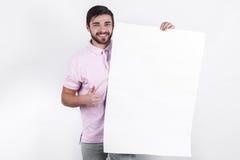 O homem apresenta a mensagem aos povos Fotos de Stock