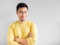 O homem asiático está pensando imagens de stock