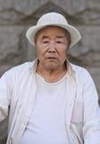 O homem chinês idoso vestiu-se no branco, Changchun, China Imagem de Stock