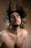 O homem com cabelo do vôo fotos de stock