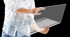 O homem com o computador futuro da tecnologia Fotografia de Stock Royalty Free