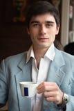 O homem com uma chávena de café Imagens de Stock Royalty Free