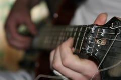 O homem com uma guitarra. Foto de Stock Royalty Free