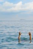 O homem de afogamento Foto de Stock Royalty Free