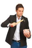 O homem de Furios quebrou um banco piggy Foto de Stock Royalty Free