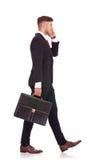 O homem de negócio anda afastado Fotografia de Stock