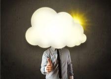 O homem de negócio novo na camisa e o laço com uma nuvem ensolarada dirigem ilustração stock