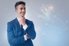 O homem de negócios alegre é estando e expressando a alegria Imagens de Stock
