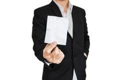 O homem de negócios amarrotou a nota de papel, isolada no fundo branco imagens de stock royalty free