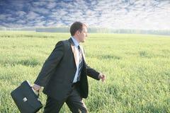 O homem de negócios anda com mala de viagem Imagem de Stock
