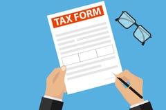 O homem de negócios assina um formulário de imposto Uma mão guarda uma pena e assina originais ilustração royalty free