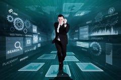 O homem de negócios caucasiano corre dentro do código binário ilustração royalty free