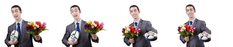 O homem de negócios com giftbox e flores Imagens de Stock
