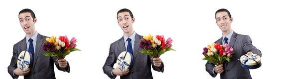 O homem de negócios com giftbox e flores Imagem de Stock