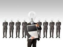 O homem de negócios com lâmpada-cabeça começ uma idéia Imagem de Stock