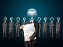 O homem de negócios com lâmpada-cabeça começ uma idéia imagens de stock