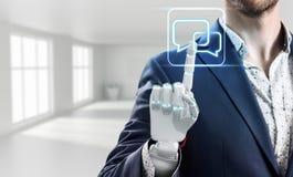O homem de negócios com mão do robô toca no ícone virtual rendição 3d Imagem de Stock