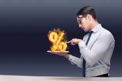 O homem de negócios com por cento assina dentro o conceito alto do interesse Fotos de Stock