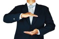 O homem de negócios com terno e a mão da ação assinam planeando o trabalho Conceito do negócio com povos e vida moderna na cidade Foto de Stock Royalty Free