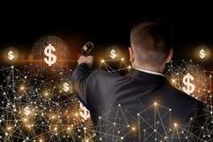 O homem de negócios conduz o leilão em uma rede ilustração stock