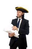O homem de negócios do pirata que mantém papéis isolados no branco Foto de Stock