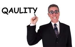 O homem de negócios engraçado não pode soletrar a qualidade Foto de Stock