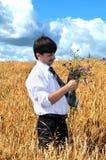 O homem de negócios escolhe flores Fotos de Stock Royalty Free