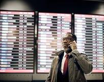 O homem de negócios está fazendo uma chamada foto de stock