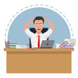 O homem de negócios falhado e forçado é cansado trabalhar Imagens de Stock Royalty Free