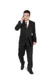 O homem de negócios faz o passeio do telefonema imagem de stock