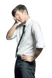 O homem de negócios guarda as mãos a sua cabeça, tristeza Fotografia de Stock Royalty Free