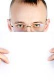 O homem de negócios guarda a folha de papel Imagens de Stock Royalty Free