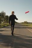 O homem de negócios joga o arquivo vermelho Foto de Stock Royalty Free