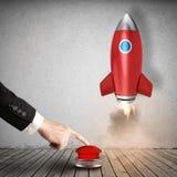 O homem de negócios lança o foguete que empurra um botão vermelho rendição 3d Fotos de Stock Royalty Free