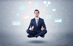 O homem de negócios levita com conceito da circulação dos dados imagens de stock