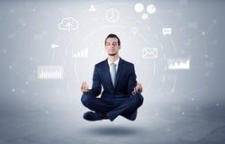 O homem de negócios levita com conceito da circulação dos dados fotos de stock royalty free