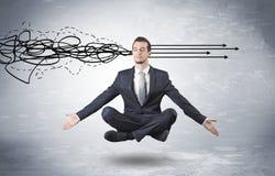 O homem de negócios medita com refinar o conceito da garatuja Imagem de Stock