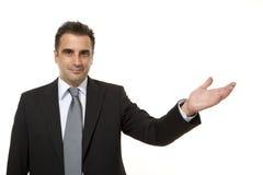 O homem de negócios mostra algo ao lado dele Fotografia de Stock Royalty Free