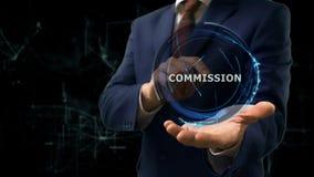 O homem de negócios mostra a comissão do holograma do conceito em sua mão imagem de stock royalty free