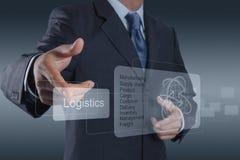 O homem de negócios mostra o diagrama da logística como o conceito Fotos de Stock Royalty Free