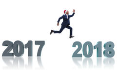 O homem de negócios no chapéu de Santa que salta desde 2017 até 2018 Imagens de Stock