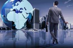 O homem de negócios no conceito do negócio global Imagens de Stock Royalty Free