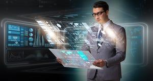 O homem de negócios no conceito grande da gestão de dados Foto de Stock Royalty Free