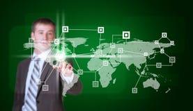 O homem de negócios no dedo do terno pressiona o botão virtual Fotos de Stock Royalty Free